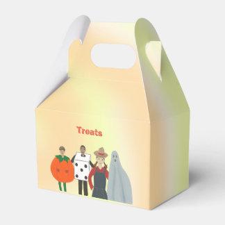 Kids Wearing Costumes Halloween Treats Box フェイバーボックス