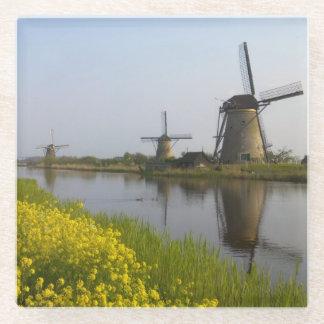 Kinderdijkの運河に沿う風車 ガラスコースター