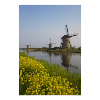 Kinderdijkの運河に沿う風車、 ポスター