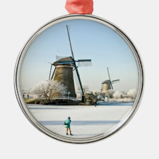 Kinderdijkオランダの普通オランダのアイススケート メタルオーナメント