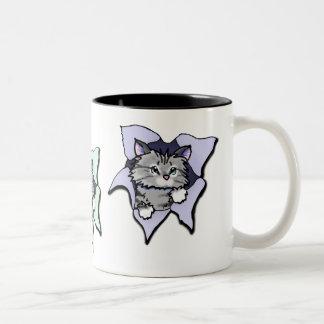 KiniArtの子猫の送風 ツートーンマグカップ
