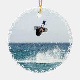 Kiteboardingのジャンプのオーナメント セラミックオーナメント