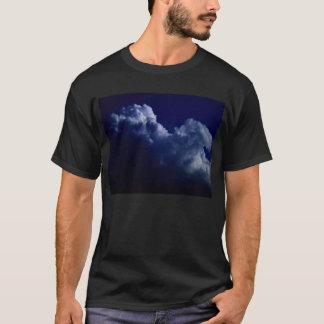 KLMによって暗闇から上がる積雲のcongestus Tシャツ