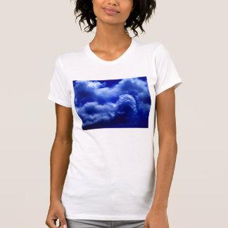 KLMによる柔らかく青い無秩序の積雲 Tシャツ