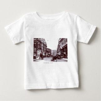 Knightsbridgeのロンドンの1910年のヴィンテージ ベビーTシャツ
