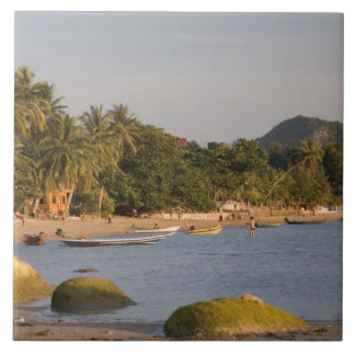 Ko Phangan、タイ。 多忙な島の外 タイル