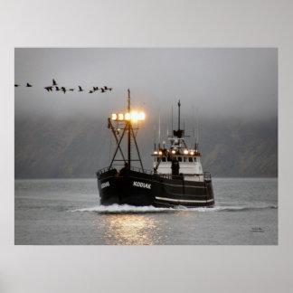 Kodiak、オランダ港、アラスカのカニのボート ポスター