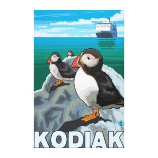 Kodiak、AlaskaPuffinsおよびアラスカの遊航船 キャンバスプリント