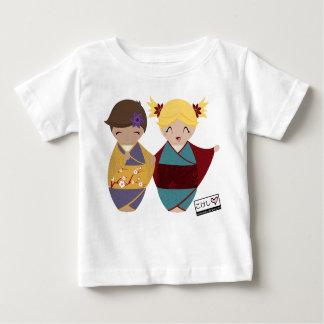 Kokeshiの姉妹の乳児のティー ベビーTシャツ