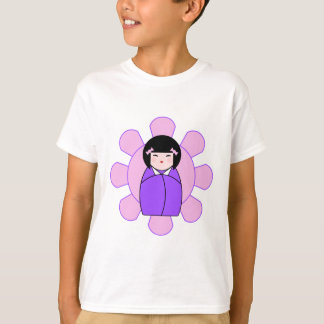Kokeshiの紫色の人形 Tシャツ