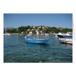 Kolocep、クロアチアを離れた海の小さなボート カード