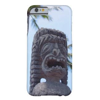 Kona、ハワイのTikiの彫像 Barely There iPhone 6 ケース