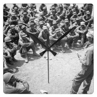 Korea_Warのイメージで訓練しているエチオピアの軍隊 スクエア壁時計
