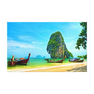 Krabi、タイのRailayのビーチ キャンバスプリント