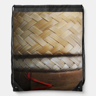 Kratipのタイのラオス人のIsanのタケ米のバスケット ナップサック