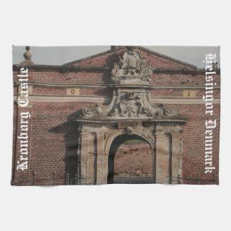 Kronborgの城の入口 キッチンタオル