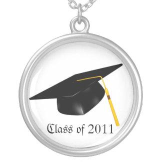 KRWのカスタムな文字の卒業の帽子の銀のネックレス シルバープレートネックレス