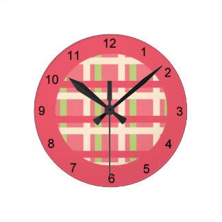 KRWのラズベリーのライムの格子縞の時計 ラウンド壁時計