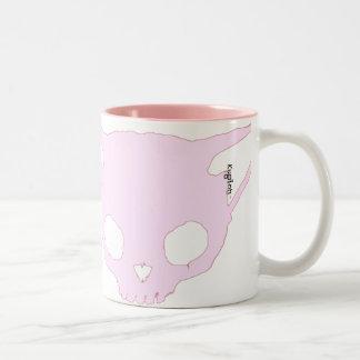 Kuginh™のピンクの子ネコのスカルのマグ ツートーンマグカップ