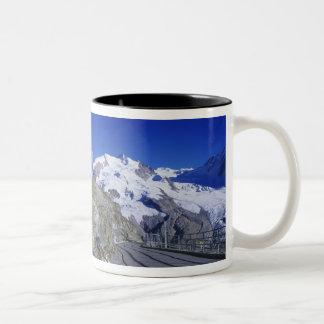 Kulmのホテルおよび道、Gornergrat、Zermatt、 ツートーンマグカップ