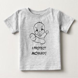 Kung Fuのベビーはお母さんのTシャツを保護します ベビーTシャツ