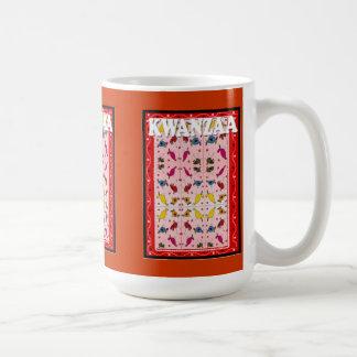 Kwanzaaのマグ、民族パターン コーヒーマグカップ