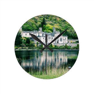 Kylemoreの大修道院アイルランド ラウンド壁時計