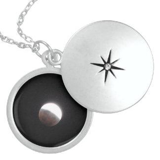 Kzaizの純銀製 ロケットネックレス