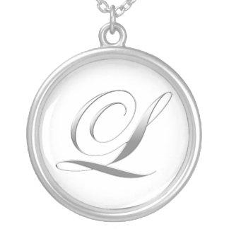 Lモノグラムのペンダントのネックレス シルバープレートネックレス