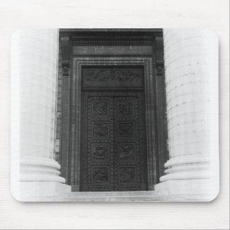 Laマドリンのドアの眺め マウスパッド