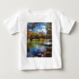 ladybird湖の連続した恰好渡し-オースティン、テキサス州 ベビーTシャツ