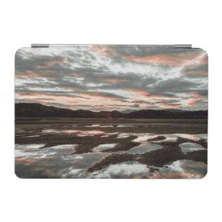 Lagoの灰色の日の出の反射 iPad Miniカバー