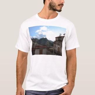 Laino Castelloの眺め Tシャツ