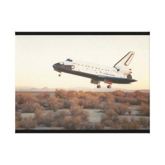 landing_Spaceの前のシャトル キャンバスプリント