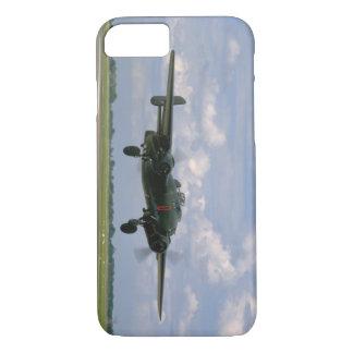 Landing_WWIIの飛行機の直前のB25 iPhone 8/7ケース