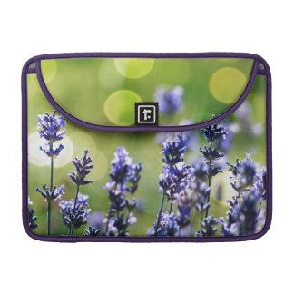 Lavendarの野生花の抽象芸術 MacBook Proスリーブ