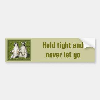 Lemur氏及び夫人-堅く握り、決して放さないで下さい バンパーステッカー