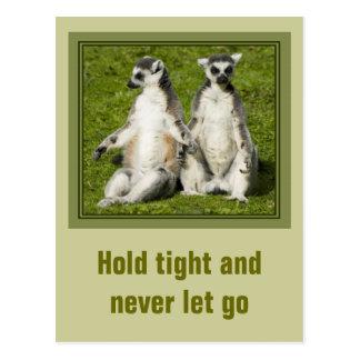Lemur氏及び夫人-堅く握り、決して放さないで下さい ポストカード