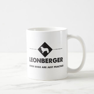 Leonberger -他の犬は練習です コーヒーマグカップ