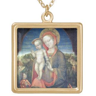 Leonelloのd'Esteによって崇拝される謙遜のマドンナ ゴールドプレートネックレス