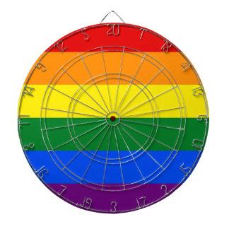 LGBTの虹のプライドの旗が付いているダート盤 ダーツボード