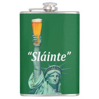 """Liberty女性はSt.patricks日""""Slánte""""を祝います、 フラスク"""