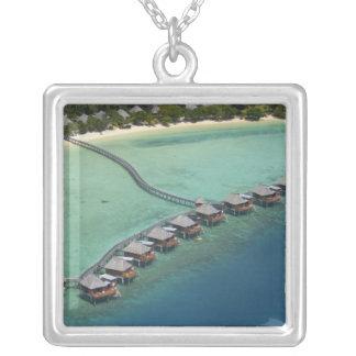 Likulikuの礁湖リゾート、Maloloの島、フィージー シルバープレートネックレス