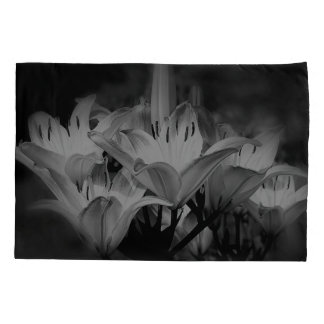 Lily Flowers In Black And White 枕カバー