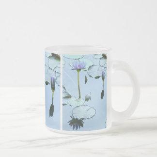 Lilypads及び《植物》スイレンの花のマグ フロストグラスマグカップ