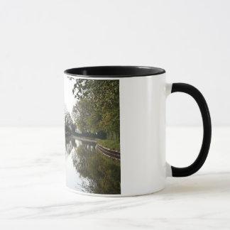 Llangollen運河の木のマグ マグカップ