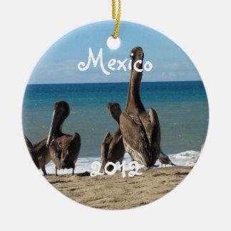 Loungingビーチのペリカン; メキシコの記念品 セラミックオーナメント