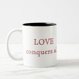 Love conquers all ツートーンマグカップ