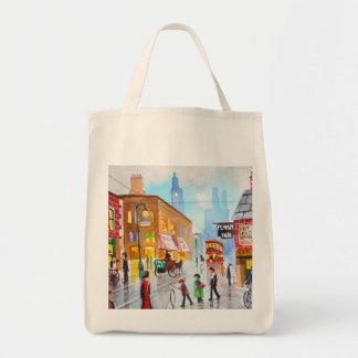 Lowryは混雑した通りの背景画の市街電車をインスパイア トートバッグ