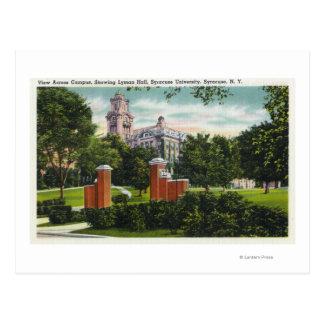 Lymanホールを示すシラキュースUのキャンパスの眺め ポストカード